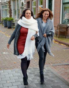 STOBBIES. big shawl en triangle shawl